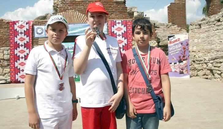 Математиците на ЕСПА с 10 медала и купа на финала на Математика без граници