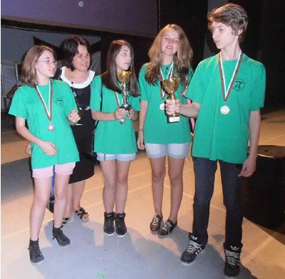 Децата на Първа частна математическа гимназия с отличия от международно математическо състезание и бронзова купа
