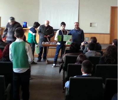 Организаторите на математическото състезание Иван Салабашев раздадоха медали на победителите в мъгливата, софийска неделна утрин